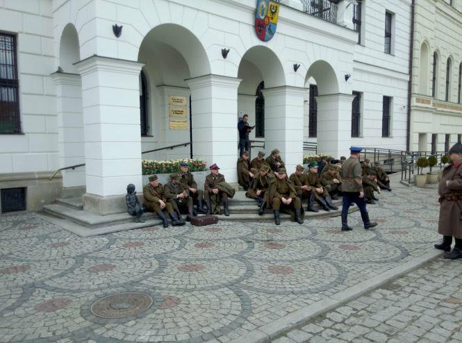 I Głogowski Marsz Katyński - oficerowie przed odjazdem do Smoleńska
