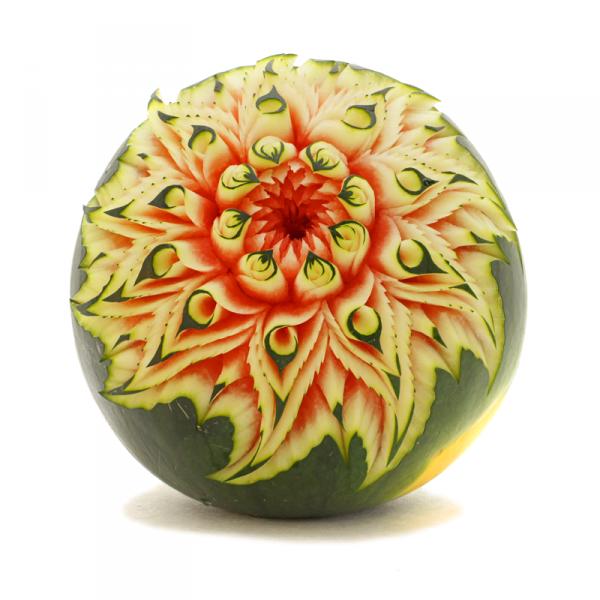 """Takie """"cuda"""" z arbuza jest w stanie zrobić goszczący na targach mistrz świata w carvingu, Grzegorz Gniech"""